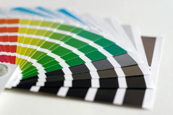 外壁塗装を依頼する・色選びのポイントは?